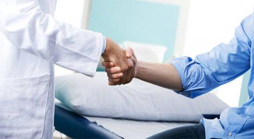 Dialogo paciente cirujano para acordar los objetivos y precio liposucción-lipooescultura