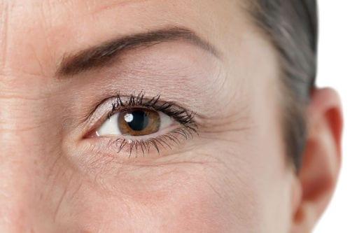 La cirugía de párpados rejuvenece la mirada